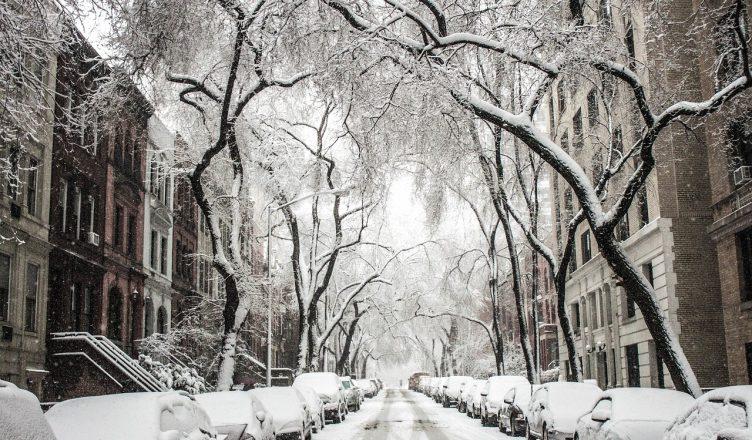 почистване на тротоарите от снега, който е общинска собственост